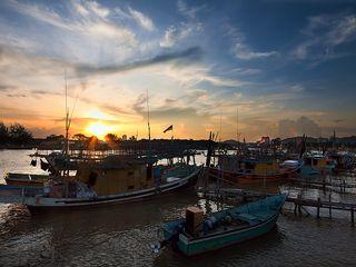 <惠东双月湾露营-出海捕鱼2日游>沙滩露营、烧烤BBQ、看日出、观沙滩狂舞音乐晚会