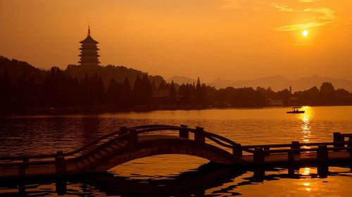 漫步【杭州西湖风景区】(90分钟)细品西湖风情断桥不断,孤山不孤.