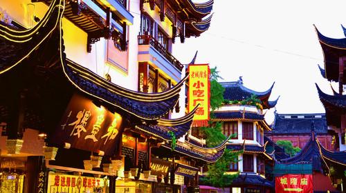 上海城隍庙小吃推荐 南翔小笼馒头:又叫南 翔小笼包,是上海传统名