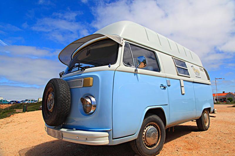 普吉岛有多种交通工具,minibus就是其中一种.