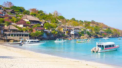 巴厘岛机票 当地4晚5游>广州鹰航ga,海上喷泉,南湾香蕉船,漂流,精油