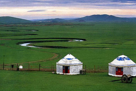 <希拉穆仁草原-库布齐沙漠2日游>包含草原骑马3个景点,沙漠280元套票、滑沙、免费酒店接服务