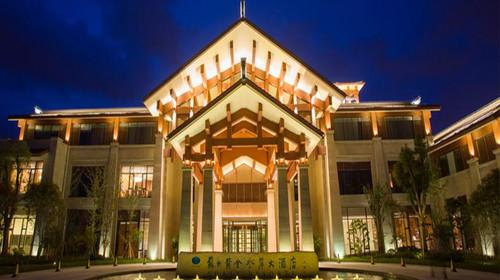 苏州黄金水岸大酒店位于苏州吴中区环太湖大道,近绕城高速西山出口