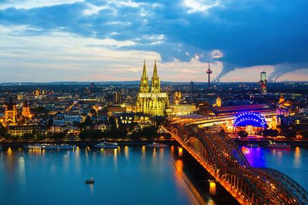 <荷兰+比利时+卢森堡+德国+法国7日6晚游>阿姆斯特丹集散、全程四星级酒店、巴黎深度游、荷兰大风车(当地游)
