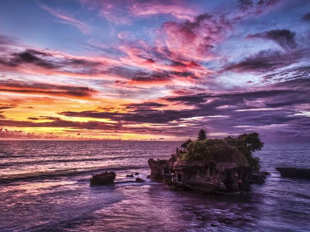 【热推景点】<巴厘岛一日游>海神庙+烤乳猪饭+乌鲁瓦图+梦幻海滩下午茶+金巴兰海鲜BBQ(可加选龙虾及自助餐)