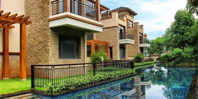 包括湖山温泉中心,温泉微庄园及温泉别墅区三大部分,并将无边际泳池带