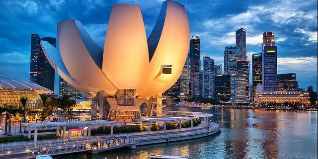【中文包车缤纷狮城】<新加坡市政厅+牛水车+金沙空中花园+鱼尾狮公园+克拉码头一日游>