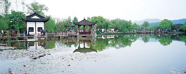杭州极地海洋公园(萧山少儿公园)开放时间:夏令时  :00—17:00(16:30