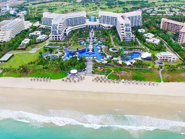 <海南三亚亚龙湾美高梅度假酒店3晚>亚龙湾一线海景酒店,拥有日光派对泳池及亚龙湾夜间俱乐部,私享海滨时光