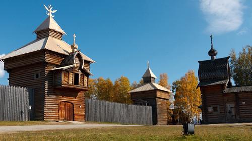 古朴而醇厚,在木屋中可以看到古老纺车,高板床和俄式炉灶.图片