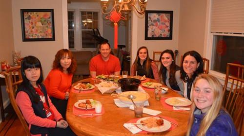 可爱宝贝家庭晚餐聚会