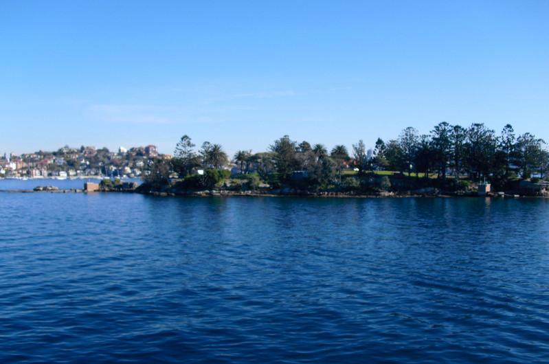 每逢陽光明媚的日子,許多悉尼人就會聚集在邦迪海灘上享受陽光的沐浴.