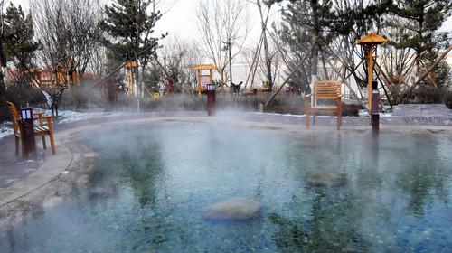 酒店拥有特色室外养生温泉,让您与大自然零距离接触,与大海一步之遥.