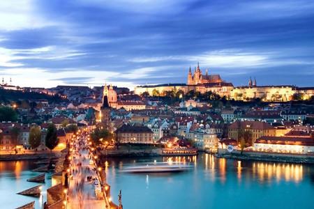 <东欧四-六国10-14日游>全程四,五星,2晚布达佩斯丽思卡尔顿五星酒店连住,千塔之都布拉格、克鲁姆洛夫、布杰约维采,4人一wifi