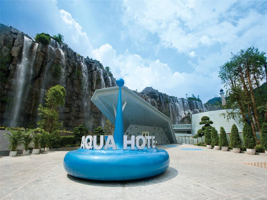 """华侨城大侠谷中,设计师以""""水""""为元素,运用现代高科技,将影像视觉与图片"""
