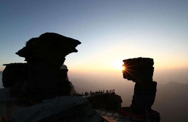 七月去梵净山旅游必备美食_七月去梵净山旅游物品哪在吃特色灵石图片