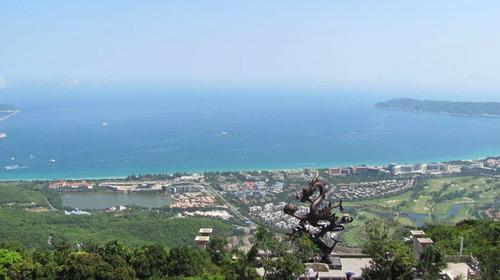 鸟瞰亚龙湾沙滩