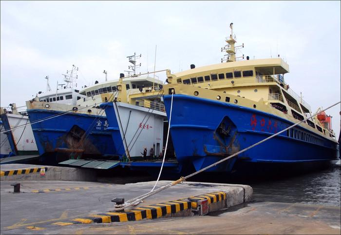 ??谝桓鲂∈?坐轮渡过海一个半小时,但开船时间不确定,到达海安港