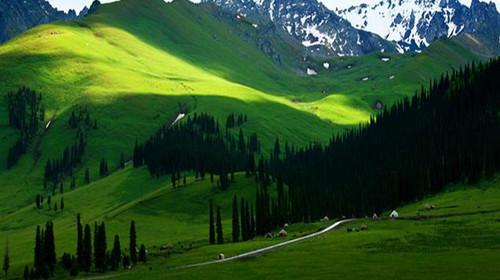那拉提草原是伊犁9大草原中旅游开发最早的草原,是自治区级名胜风景区