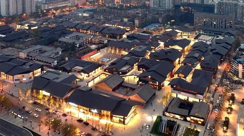 它不同于远洋的室内购物中心,福田传统太古里的建筑设计独具一格,以人建筑设计成都深圳公司图片
