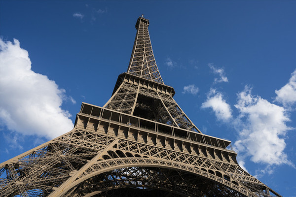 同时,法国的埃菲尔铁塔成为了世界闻名的建筑.