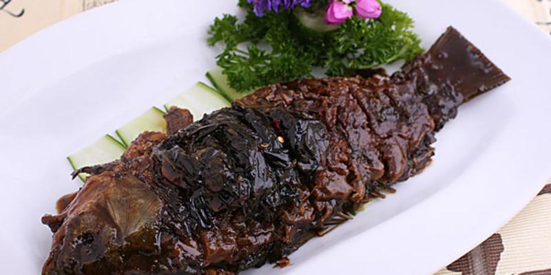 梅园鸡,红烧肉,生煎,千岛湖鱼面鱼头汤,雀巢栗子,油爆虾,葱烤鲫鱼