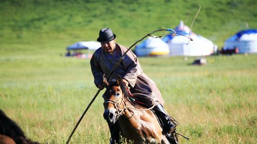 俄罗斯骑马雕像是谁