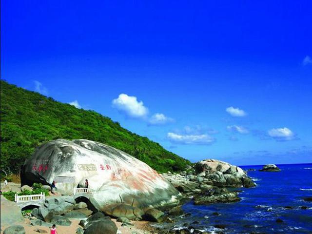 大小洞天风景区以其秀丽的海景,山景和石景号称琼崖第一山水名胜.
