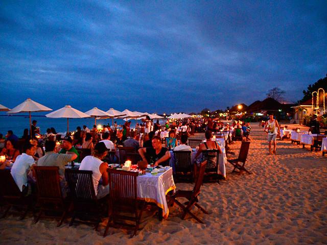 游玩时长:约1小时 金巴兰海滩(jimbaran beach)是整个巴厘岛令人感到