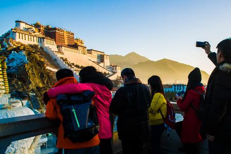 <西藏拉萨-布达拉宫-雅鲁藏布大峡谷-鲁朗-羊湖7日游>0自费0强销,特色石锅鸡(当地参团)