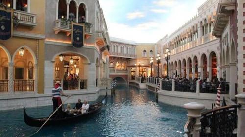 以及具有威尼斯尖舟特色的贡多拉船,让众人仿佛置身威尼斯,享受异国
