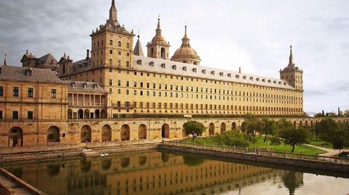 伯纳乌球场晚餐,巴塞罗那,桂尔公园,圣家族大教堂,马德里皇宫