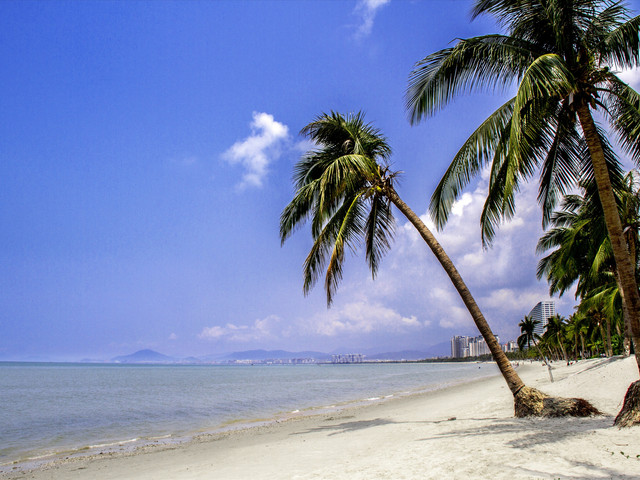 三亚呀诺达热带雨林1日游三亚市内定点接送,漫游森林氧吧,体验海南热带雨林的原始风情,午餐套餐可选