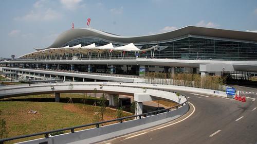 全国飞机抵达长沙黄花机场,安排专人接机 客服人员提前短信告知航班
