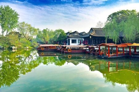 <扬州瘦西湖-大明寺-汉陵苑-东关街1日游>带您到网红餐厅,品尝特色早茶,体验扬州人的慢生活,纯玩不进店,天天发班,南京市区内酒店可接