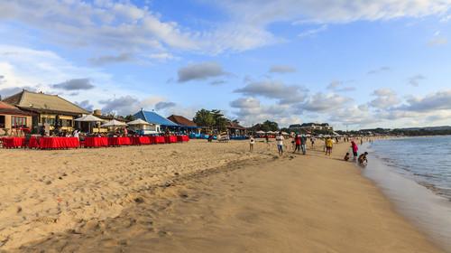 金巴兰海滩