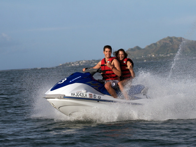 <美国夏威夷水上挑战项目游>高空拖伞,香蕉船,氧气瓶潜水 ,摩托艇(兩人骑):任选