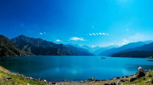 新疆天山天池+吐鲁番+库木塔格沙漠+怪石林+火焰山+胡杨林园双飞6日游