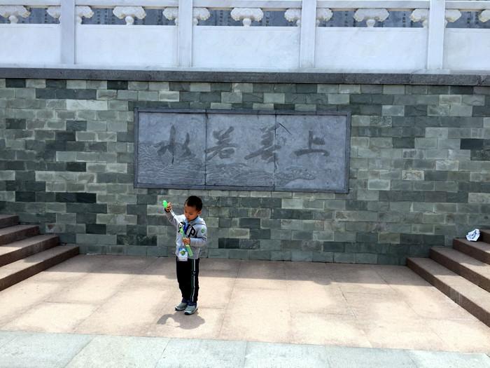 青岛国学公园位于青岛市正阳路与烟青公路交叉处,是中国首家以国学为
