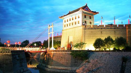 可以看到亚洲最大音乐喷泉的【大雁塔北广场】(推荐指数:★★★★免费