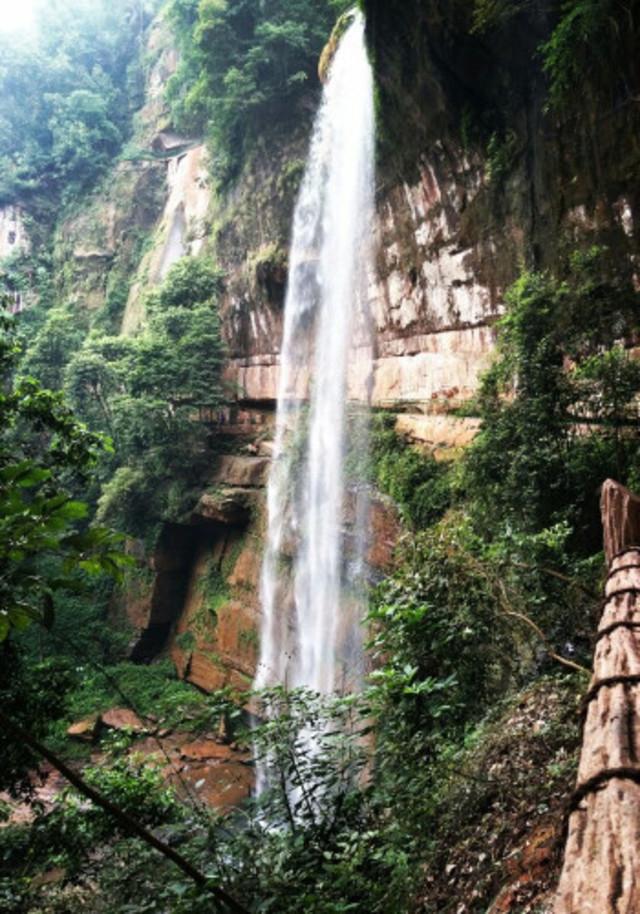 燕子岩瀑布是整个攻略的怪物,它尽管没有十丈洞代表wii景区瀑布猎人图片