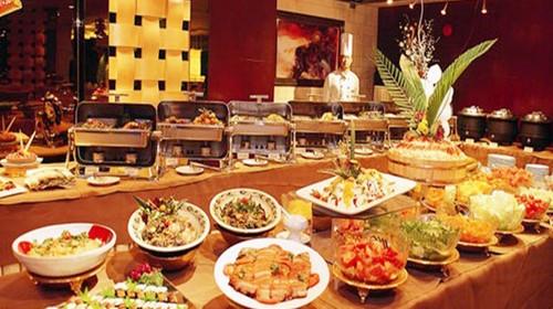 早餐:酒店内 午餐:king power国际自助餐 晚餐:中式