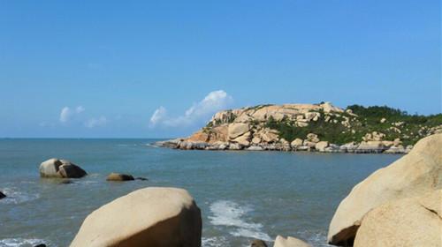 【那琴半岛地质海洋公园】位于台山市北陡镇南部海湾上,海岸线全长