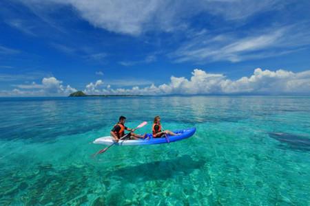 <马来西亚沙巴-文莱4晚5日游>一次旅行两个国度,饱览乌托邦文莱市区风貌,探访水上人家,畅玩沙巴热门双岛浮潜,探访长鼻猴/萤火虫,海鲜餐