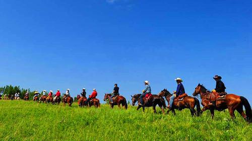 乘车赴蒙古族发祥地图片