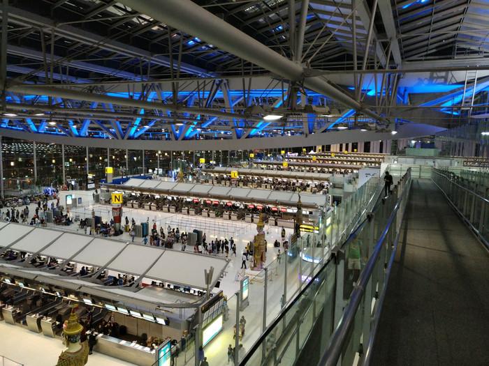 泰国飞机场很少有人去的地方,观景平台,我是因为好奇二楼三楼都是干