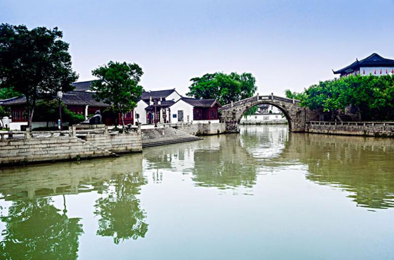 杭州是一幅画,京杭大运河就是一部拆散了的线装书,读它,需要足够的耐