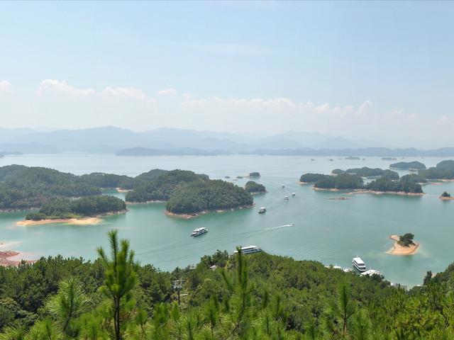意境;梅峰岛位于皖浙交界处的千岛湖景区内,群岛星罗棋布,港湾纵横