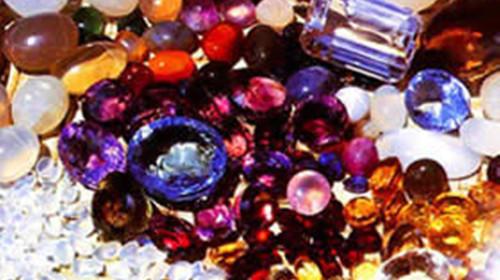 是一个盛产各种彩色宝石的国家,蓝宝石在世界宝石王国中占有重要一席.图片