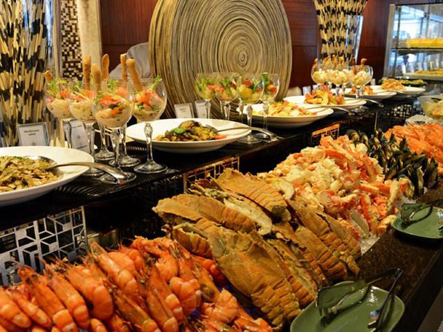 【曼谷地标!强烈推荐】<曼谷-彩虹云霄酒店·国际自助餐>午餐/晚餐可选